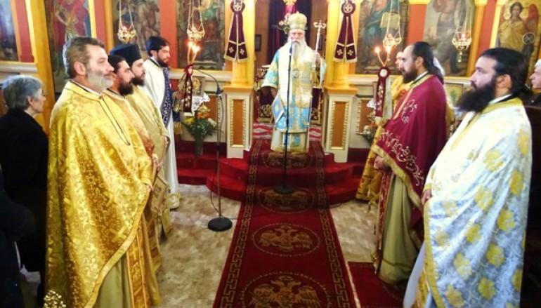 Αρχιερατική Θεία Λειτουργία στον Ι.Ν Αγίων Θεοδώρων Τρύπης Σπάρτης (ΦΩΤΟ)