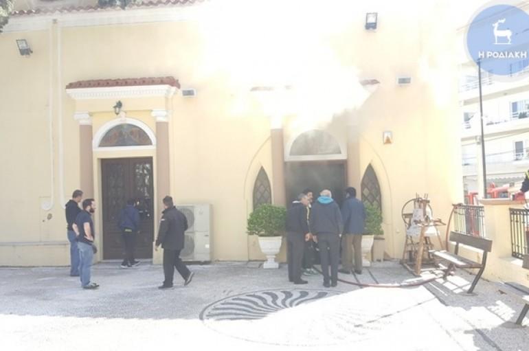 Στις φλόγες παραδόθηκε η εκκλησία του Αγ. Ιωάννη στη Ρόδο (ΦΩΤΟ – ΒΙΝΤΕΟ)