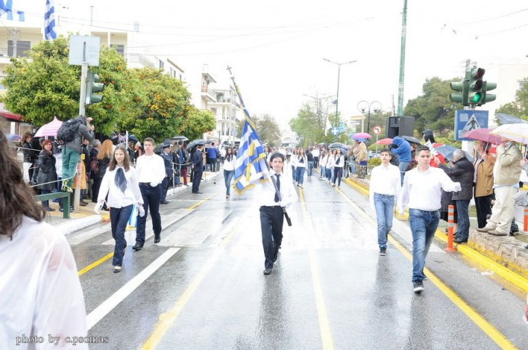 """""""Περήφανα Ελληνόπουλα απόγονοι ηρώων"""" του Αρχιμ. Σεραφείμ Δημητρίου"""
