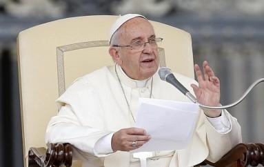 """Πάπας Φραγκίσκος: """"Η Ευρώπη να ανοίξει την καρδιά και τις πόρτες της στους πρόσφυγες"""""""