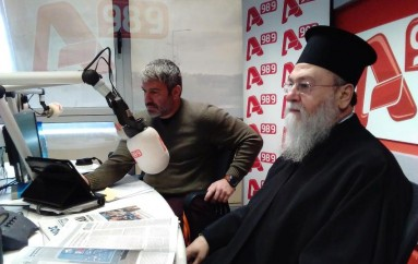 """Μητροπολίτης Κορίνθου: """"Δεν μπορεί οι Ιεράρχες να βγάζουν τα διακριτικά όταν επισκέπτονται hotspots"""" (ΒΙΝΤΕΟ)"""