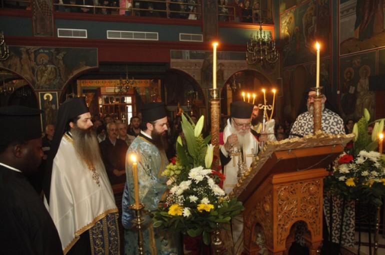 Aρχιεπίσκοπος Ιερώνυμος: «Ας ζητήσουμε από την Παναγία να σφουγγίσει τα δάκρυα μας» (ΦΩΤΟ)