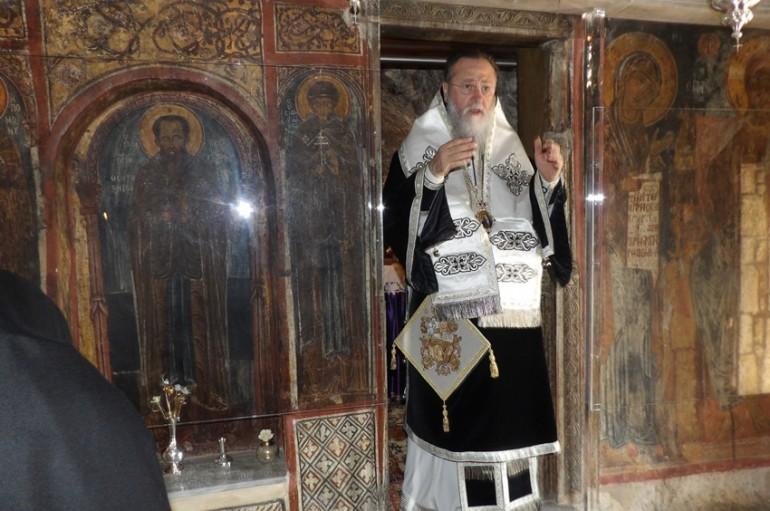 Προηγιασμένη Θεία Λειτουργία στην Ι. Μονή Οσίου Παταπίου στο Λουτράκι (ΦΩΤΟ)