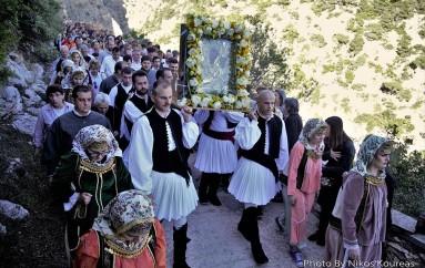"""Δάκρυα χαράς για την μεταφορά της Παναγίας των """"Κλειστών"""" στα Λιόσια (ΦΩΤΟ)"""