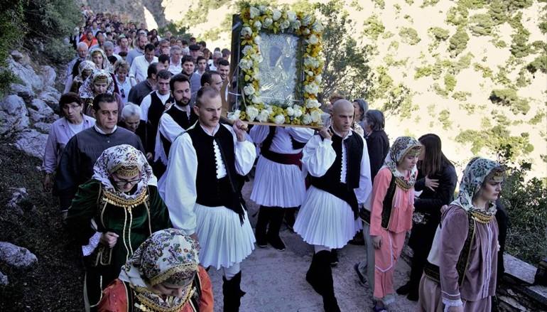 Δάκρυα χαράς για την μεταφορά της Παναγίας των «Κλειστών» στα Λιόσια (ΦΩΤΟ)