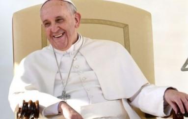 Μια στο καρφί και μια στο πέταλο από την Ι. Μ. Πειραιώς για την επίσκεψη του Πάπα: Θέατρο εντυπώσεων