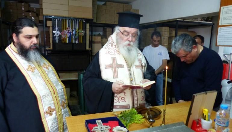 Αγιασμός στο εργαστήρι κεριού της Ι. Μ. Καστορίας (ΦΩΤΟ)