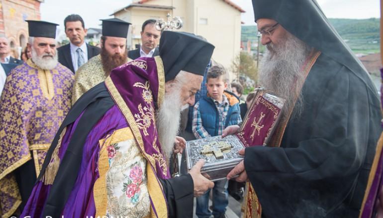 Υποδοχή του Τιμίου Σταυρού στην Ι. Μ. Βεροίας (ΦΩΤΟ)