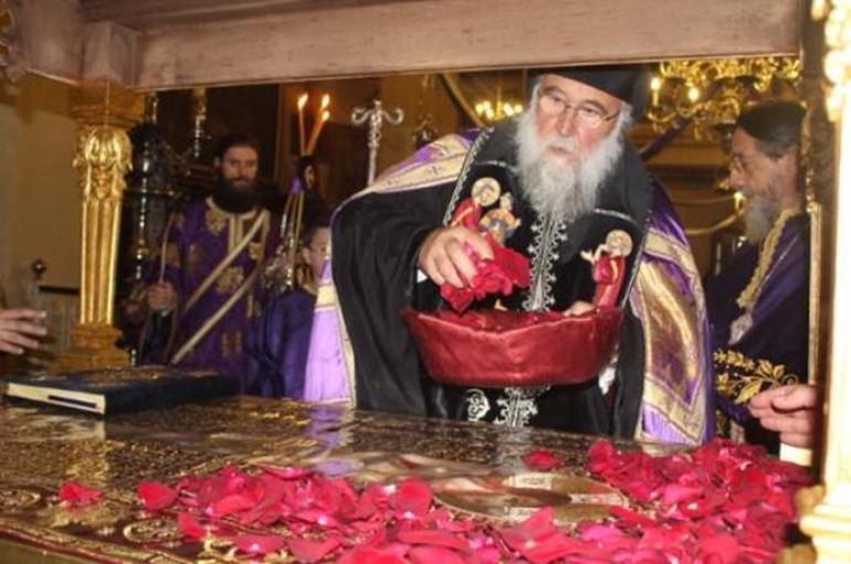"""Κερκύρας Νεκτάριος : """" Ο Κύριός θυσιάστηκε επί του Σταυρού από αγάπη και για τη σωτηρία μας """" (ΦΩΤΟ)"""