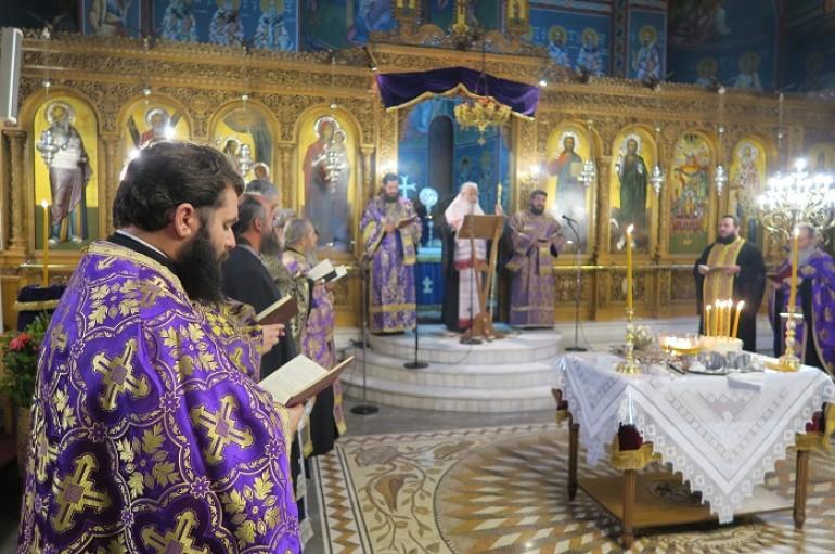 Το Μυστήριο του Ιερού Ευχελαίου στον Ι. Μητροπολιτικό Ναό Λαμίας (ΦΩΤΟ)