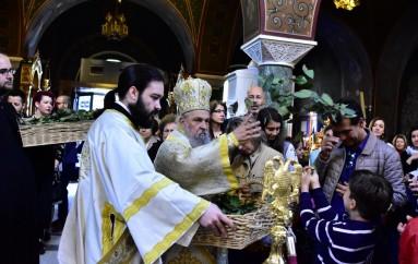 Η Πρώτη Ανάσταση στον Άγιο Αχίλλιο Λαρίσης (ΦΩΤΟ)