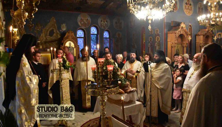 Ο εσπερινός της Αγίας Φωτεινής στο Ναύπλιο (ΦΩΤΟ)
