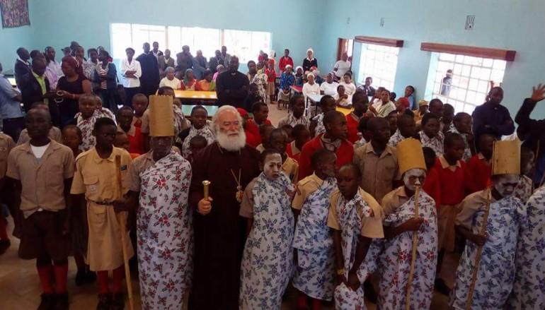 Ο Πατριάρχης Αλεξανδρείας κοντά σε ορφανά παιδιά στο όρος Κένυα (ΦΩΤΟ)