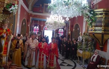 Αρχιερατική Θεία Λειτουργία στον Ι. Ν. Αγίου Γεωργίου Ερμούπολης (ΦΩΤΟ)