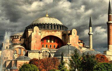 Τζαμί και πάλι η Αγία Σοφία! – Τελέστηκε ισλαμική λειτουργία για πρώτη φορά μετά το 1934