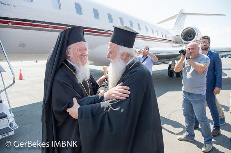 """Ο Μητροπολίτης Βεροίας υποδέχθηκε τον Οικ. Πατριάρχη στο Αεροδρόμιο """"Μακεδονία"""" (ΦΩΤΟ)"""
