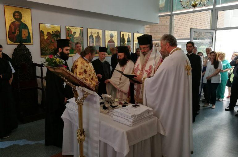 Ο Μητροπολίτης Αλεξανδρουπόλεως ευλόγησε ποδιές ιατρών στο λείψανο του Αγίου Λουκά του Ιατρού (ΦΩΤΟ)