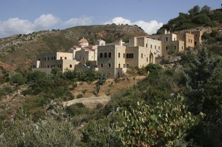Το Μοναστήρι των Χανίων που κεντούν τα άμφια του Οικ. Πατριάρχη (ΦΩΤΟ)