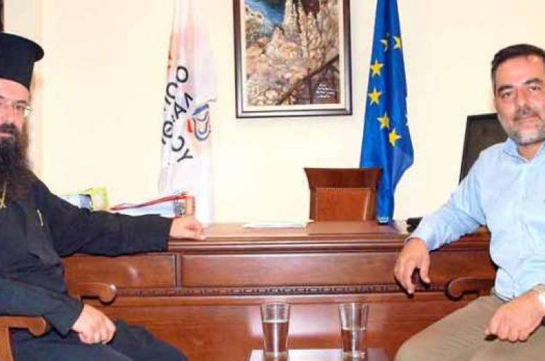 Συνάντηση του Μητροπολίτη Πέτρας με το Δήμαρχο Οροπεδίου
