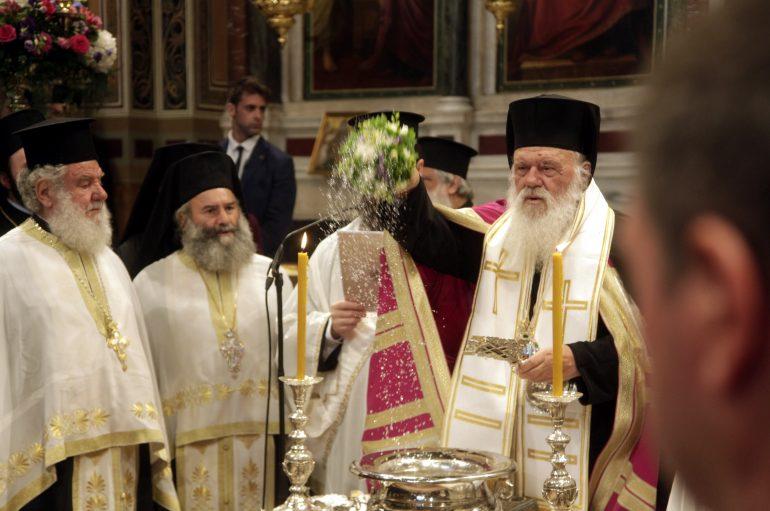 Με ιδιαίτερες τιμές η επαναλειτουργία του Μητροπολιτικού Ναού Αθηνών (ΦΩΤΟ)