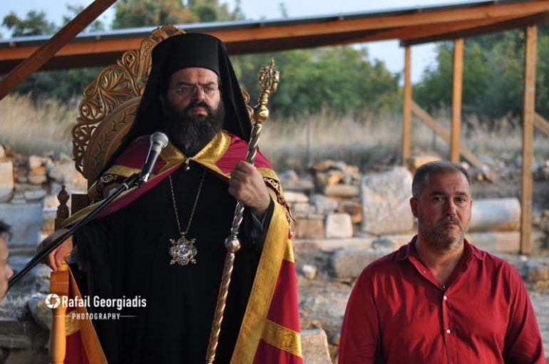Εσπερινός από το Μητροπολίτη Μαρωνείας σε Αρχαιολογικό χώρο (ΦΩΤΟ)