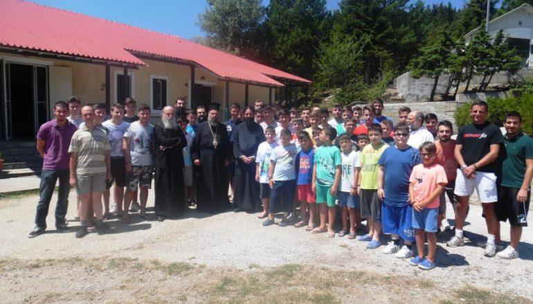 Ο Μητροπολίτης Θεσσαλιώτιδος στην κατασκήνωση της »Χριστιανικής Αγωγής» στην Κερασιά (ΦΩΤΟ)