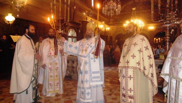 Ο Μητροπολίτης Θεσσαλιώτιδος στον Ι. Ν. Αγίου Σπυρίδωνος Κερκύρας (ΦΩΤΟ)