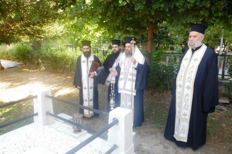 Τρισάγιο του μακαριστού Mητροπολίτη Θεσσαλιώτιδος κυρού Ιεζεκιήλ (ΦΩΤΟ)
