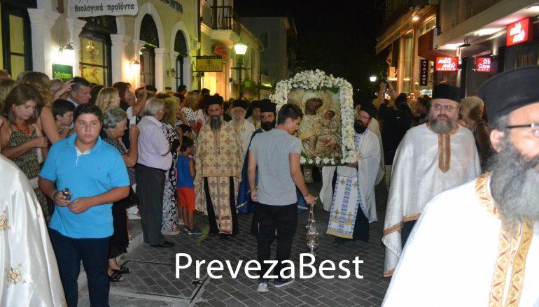 Πλήθος πιστών στον πανηγυρικό εσπερινό της Παναγίας των Ξένων στην Πρέβεζα (ΦΩΤΟ)