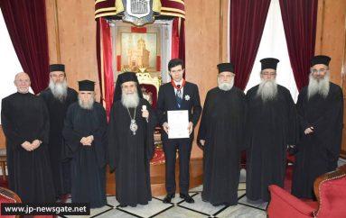 Ο Πατριάρχης Ιεροσολύμων παρασημοφόρησε το Γεν. Πρόξενο της Ελλάδος στα Ιεροσόλυμα (ΦΩΤΟ)