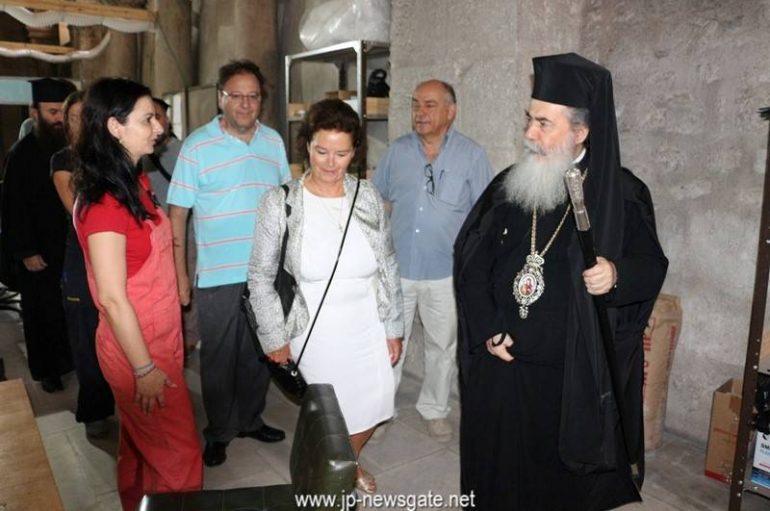 Ο Πατριάρχης Ιεροσολύμων επιθεωρεί το έργο αποκατάστασης του Ιερού Κουβουκλίου