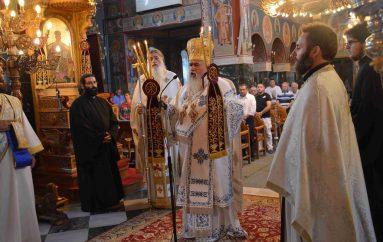 Αρχιερατική Θεία Λειτουργία στον Ιερό Ναό Κοιμήσεως Θεοτόκου Σίνδου (ΦΩΤΟ)