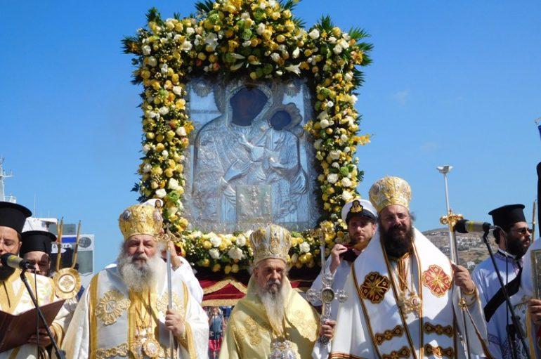 Η Πάρος υποκλίθηκε στην Πολιούχο της Παναγία Εκατονταπυλιανή (ΦΩΤΟ)