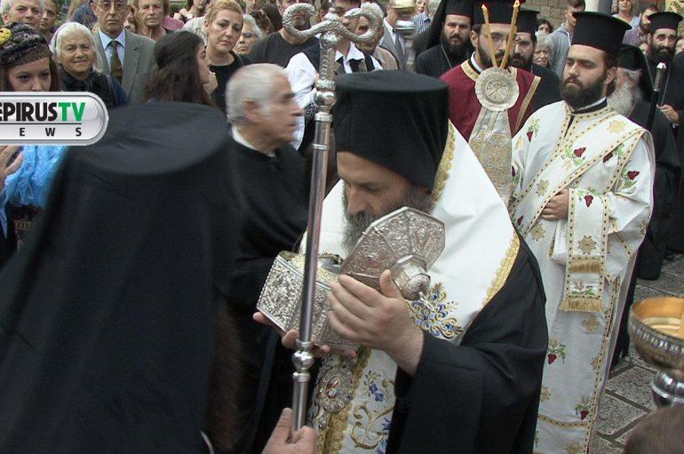 Πλήθος πιστών στην Υποδοχή της Τιμίας Κάρας του Αγ. Νεομάρτυρος Ιωάννου του εκ Τερόβου (ΦΩΤΟ – ΒΙΝΤΕΟ)