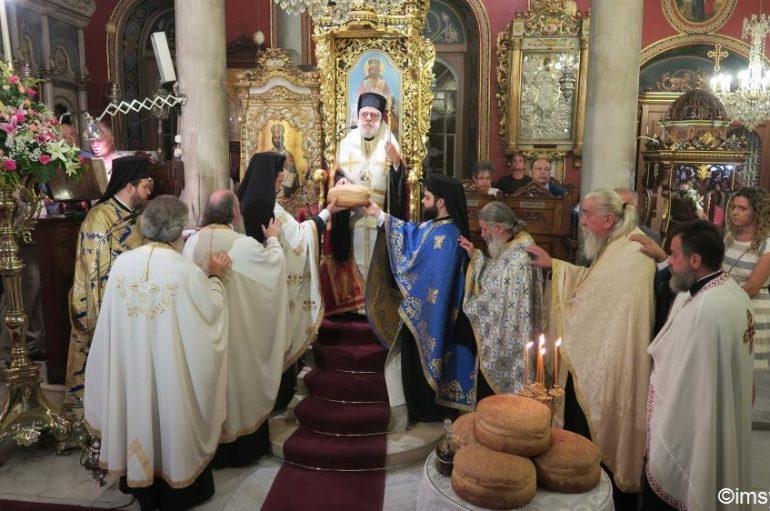 Η εορτή της Παναγίας της Φανερωμένης στην Ερμούπολη (ΦΩΤΟ)