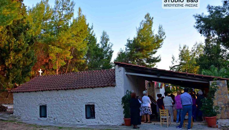Η εορτή της Μεταστάσεως του Αγίου Ιωάννη του Θεολόγου στην Καραθώνα Ναυπλίου (ΦΩΤΟ)