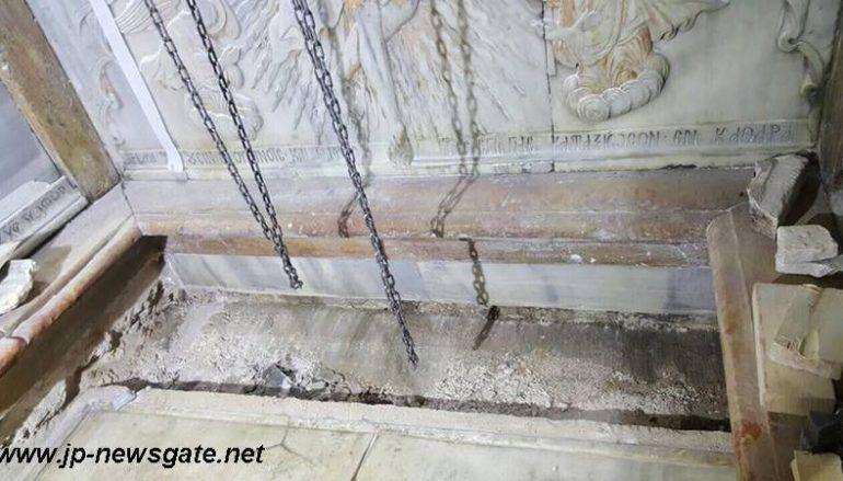 Η αποκάλυψη της πλάκας του Παναγίου Τάφου (ΦΩΤΟ)