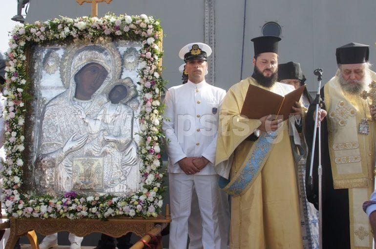 Μεγαλειώδης υποδοχή της Παναγίας Εκατονταπυλιανής στον Πειραιά (ΦΩΤΟ-ΒΙΝΤΕΟ)