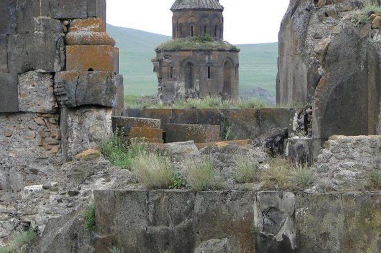 Αρχαίος ναός ήρθε στο φως κοντά στην Αττάλεια