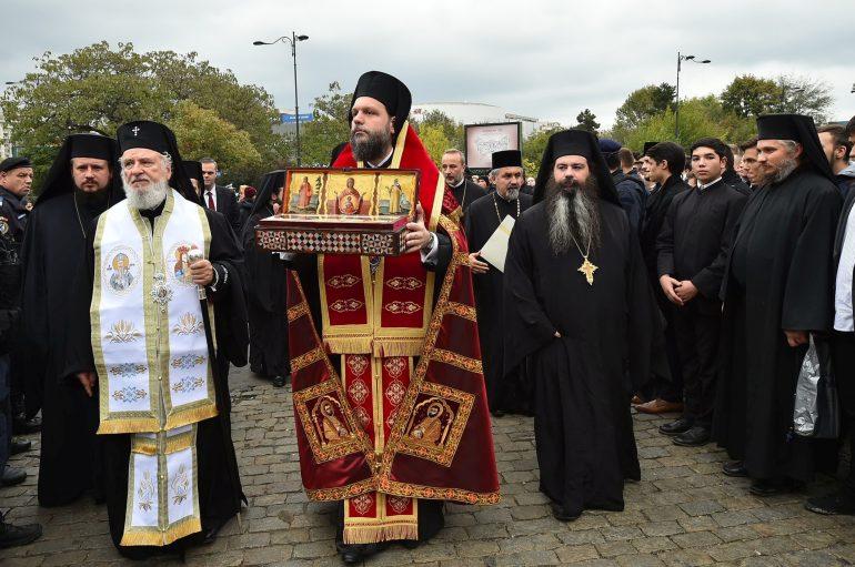 Λείψανο του Αγίου Στεφάνου υποδέχθηκε το Βουκουρέστι (ΦΩΤΟ)