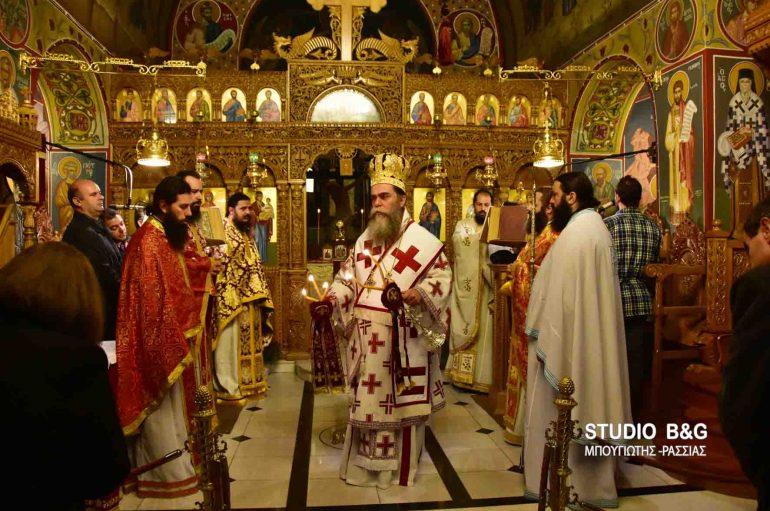 Αρχιερατική Θεία Λειτουργία από τον Μητροπολίτη Άρτης (ΦΩΤΟ)