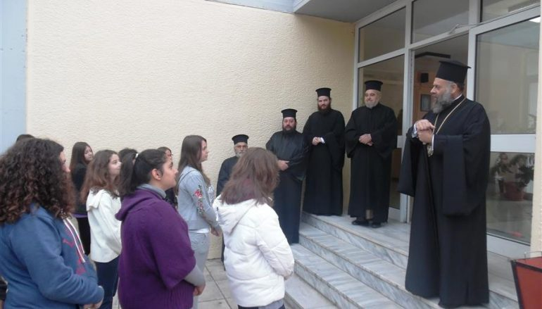 Ο Μητροπολίτης Θεσσαλιώτιδος κοντά στους μαθητές της Μητρόπολης (ΦΩΤΟ)