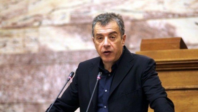 """Θεοδωράκης: """"Προσβολή για τη Δημοκρατία η νυχτερινή συνάντηση για τα Θρησκευτικά"""""""