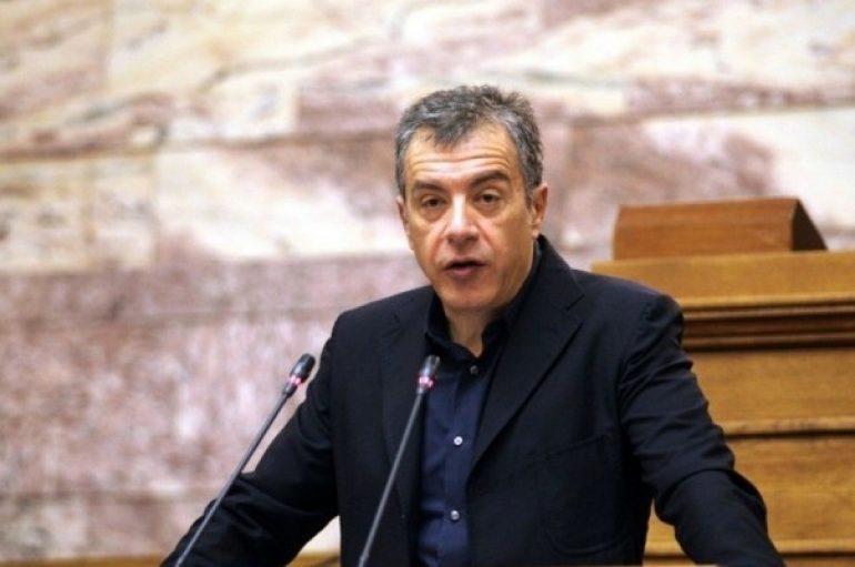 Θεοδωράκης: «Προσβολή για τη Δημοκρατία η νυχτερινή συνάντηση για τα Θρησκευτικά»