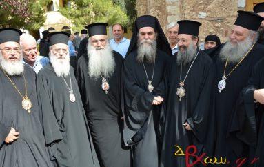 Ιεράρχες ψάλλουν τη φήμη του νέου Μητροπολίτη Άρτης (ΒΙΝΤΕΟ)