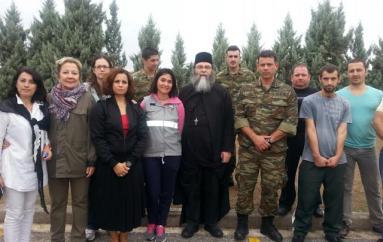 """Επίσκεψη του """"ΕΣΤΑΥΡΩΜΕΝΟΥ"""" στον χώρο φιλοξενίας προσφύγων Βόλου (ΦΩΤΟ)"""