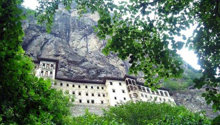 Ο μαγευτικός ιερός τόπος της Παναγίας Σουμελά (ΦΩΤΟ)