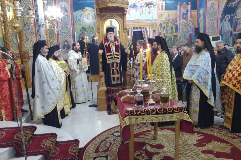 Την χείρα του Αγ. Χαραλάμπους υποδέχθηκε ο Ι. Ναός Αγίου Γεωργίου Καρέα (ΦΩΤΟ)