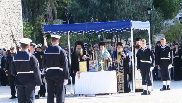 Ο Μητροπολίτης Σύρου στην ορκωμοσία των νέων Σημαιοφόρων του Λιμενικού Σώματος (ΦΩΤΟ)