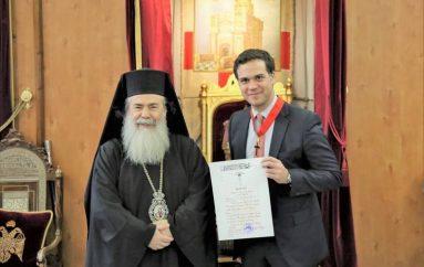 Ο Πατριάρχης Ιεροσολύμων παρασημοφόρησε τον Έλληνα Πρέσβη (ΦΩΤΟ-ΒΙΝΤΕΟ)